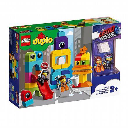 Brinquedo - LEGO Duplo - The LEGO Movie 2: Emmet e Lucy com os Invasores - 10895